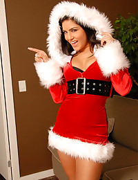 Christmas lingerie is sexy on Sunny Leone and she is super sultry