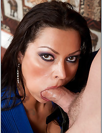 Very Horny Latina Milf Seduces