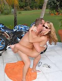 Outdoor milf in bikini pounded