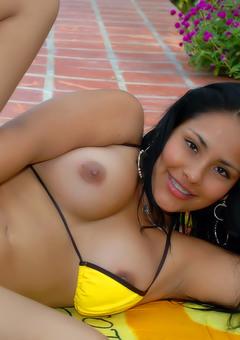 Latinas Pics