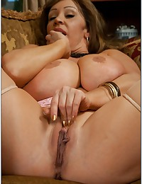 Curvaceous milf hammered
