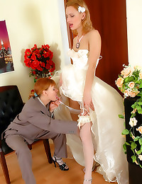 Sexy bride takes Russian stra...