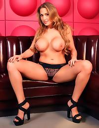 Alanah Rae erotic lingerie te...