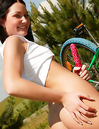 Teenager on solo picnic with ...