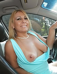 Curvy milf gets him off
