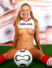 Sporty solo girl shows tittie...