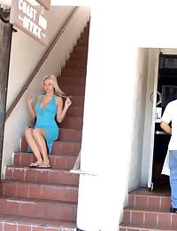 Sexy blonde diva strips her d...