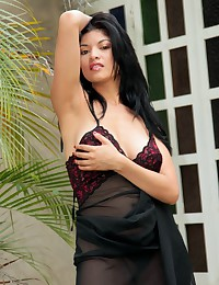 Natalia Spice gives naked show by a window