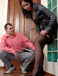 Fucking a tempting secretary ...