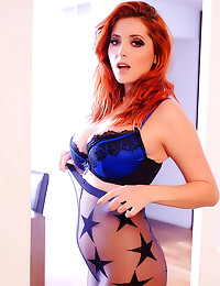 Solo redhead is a perfect gir...