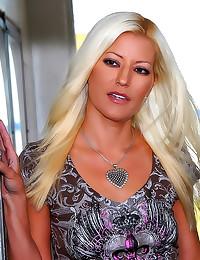 Skinny blonde milf hardcore s...