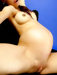 Solo pregnant girl is erotic