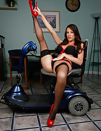 Saucy Nurse Kortney Kane Spreads