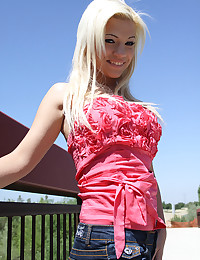 Blonde Bibbi Noel Under The Heat Of The Sun