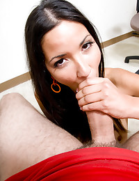 Seductive Babe Suzanne Filled