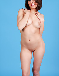 Lexi Bloom strips and shows off her smoking-hot body.