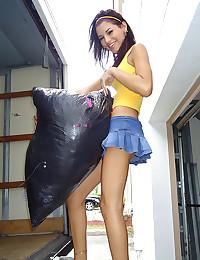 Smiley Teen Babe Cassie Cruz