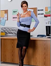 A bodacious teacher hottie