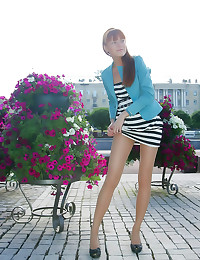 Pantyhose girl upskirts outdo...
