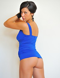 Annalisa is smoking-hot in her bright blue dress today.