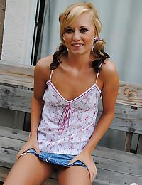 Kaylee Exposes Her Perky Titties