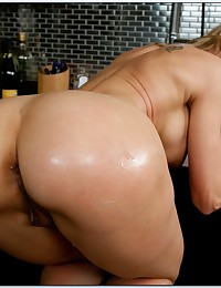 Big dick kitchen fuck