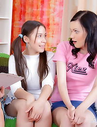 Mom shows teens about dildo s...