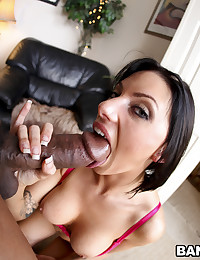 Juelz Loves Tasting Black Guy?s Cum