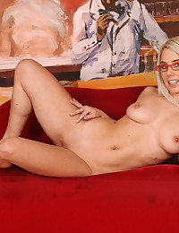 Teen Aletta in an old-young b...