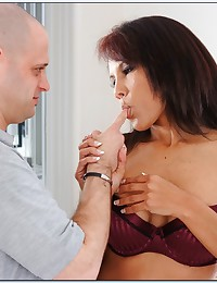 Seductive mom in reality porn
