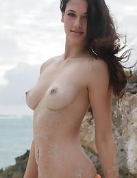 Tiffany masturbates at the beach with great pleasure.