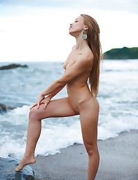 Alluring babe bares it all at the beach.