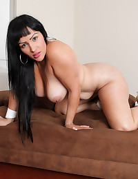 Voluptuous Brunette Oiled Then Poses