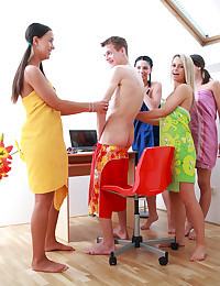 Gorgeous Caprice spies on her buddy with 3 other girls