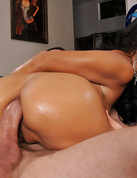 Round Bootied Beauty Drilled Deep