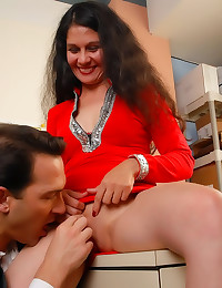 Cumshot on a mature slut