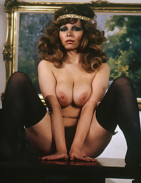 Brunette retro chick showing ...