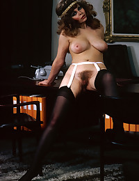 Brunette retro chick showing ...