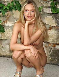 Sexy Kristanna Loken tits exposing photos uncensored shown here