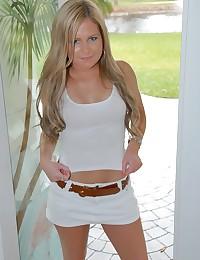 Blonde Minx Becky Sucks Big Wang