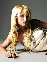 Paris Hilton smoking hot pics