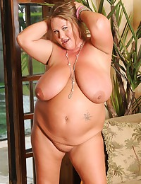 Horny BBW Milf Exposes Lady Goods