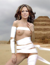 Jennifer Lopez in tempting pi...
