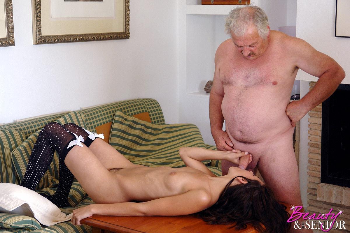 касается силы как старые мужики трахают девушек чем